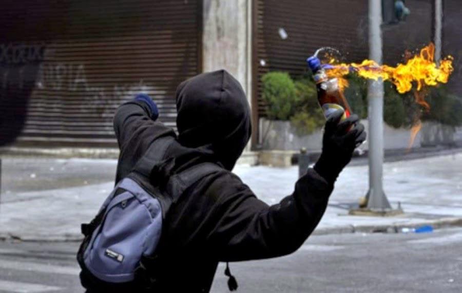 Επίθεση με μολότοφ κατά αστυνομικών στο Εφετείο
