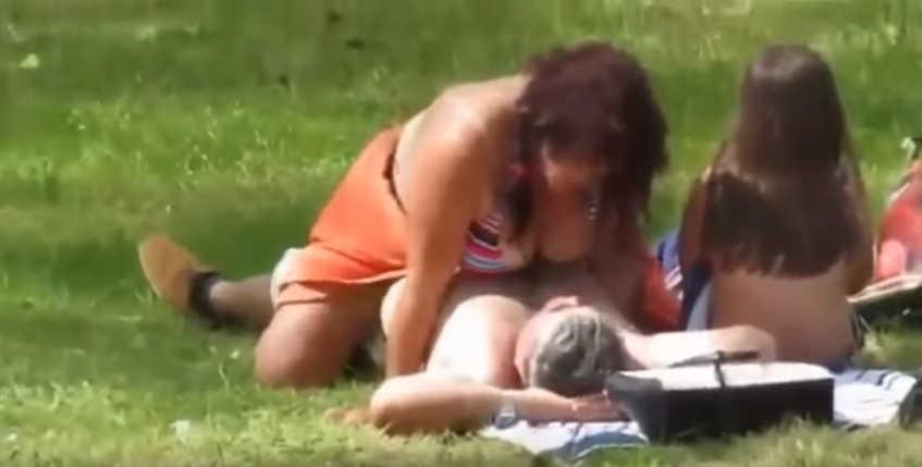 σέξι λεσβίες χρησιμοποιώντας λουρί επί