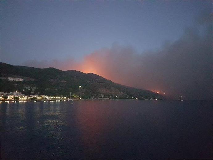 enia2-1000 Πύρινη «κόλαση» στη βόρεια Εύβοια - Εκκενώνονται οικισμοί