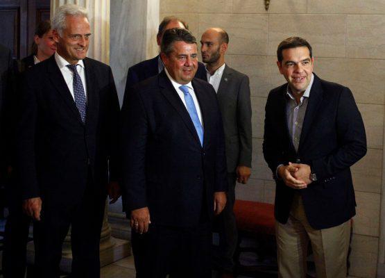 maksimou-gampriel-1000-555x400 «Μη μ'αγγίζεις βρωμιάρη Έλληνα!» - Φραστική επίθεση Γερμανού πρώην υπουργού μέσα στο Μαξίμου