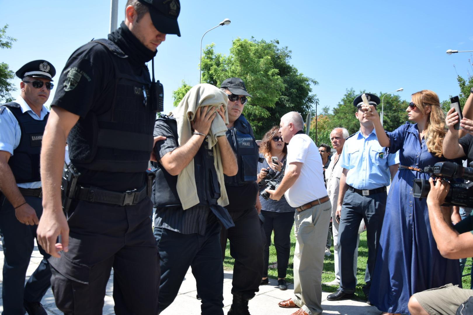 tourkoi-8-anakritis3-1000 Στο δικαστήριο οι 8 Tούρκοι στρατιώτες – Ένταση με διάσημη τρανσέξουναλ από την Τουρκία [εικόνες]