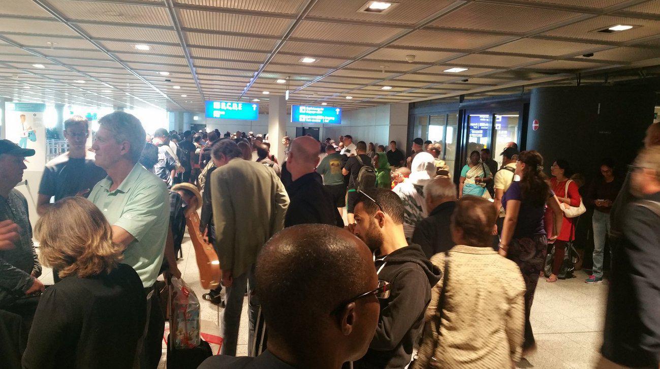 aerodromio-2-1000 Συναγερμός στη αεροδρόμιο της Φρανκφούρτης-Άγνωστος παραβίασε τα μέτρα ασφαλείας [εικόνες-βίντεο]
