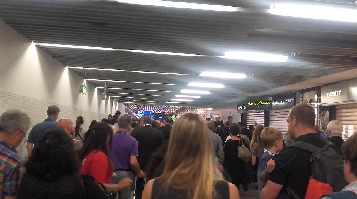 aerodromio-3-1000 Συναγερμός στη αεροδρόμιο της Φρανκφούρτης-Άγνωστος παραβίασε τα μέτρα ασφαλείας [εικόνες-βίντεο]