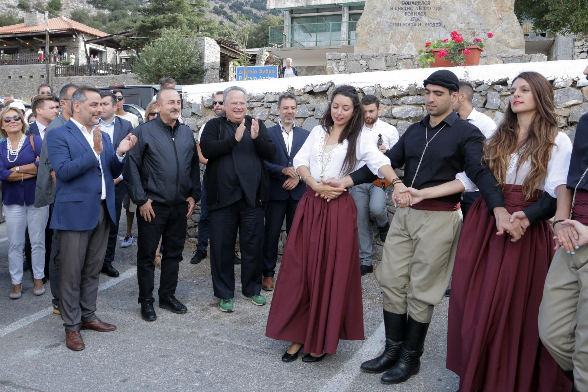 tsavousoglou-kotzias-kriti-1000 Τα... ελληνικά του Τσαβούσογλου και το «ευχαριστώ» για τη φιλοξενία στην Κρήτη [εικόνες]