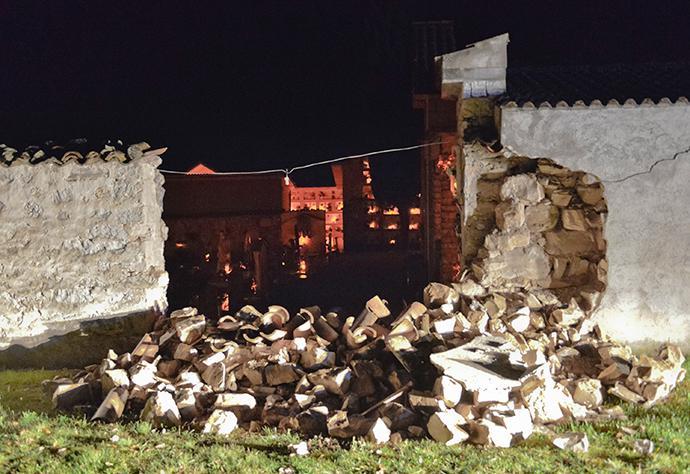 italia-seismos-katastrofes-1300-3
