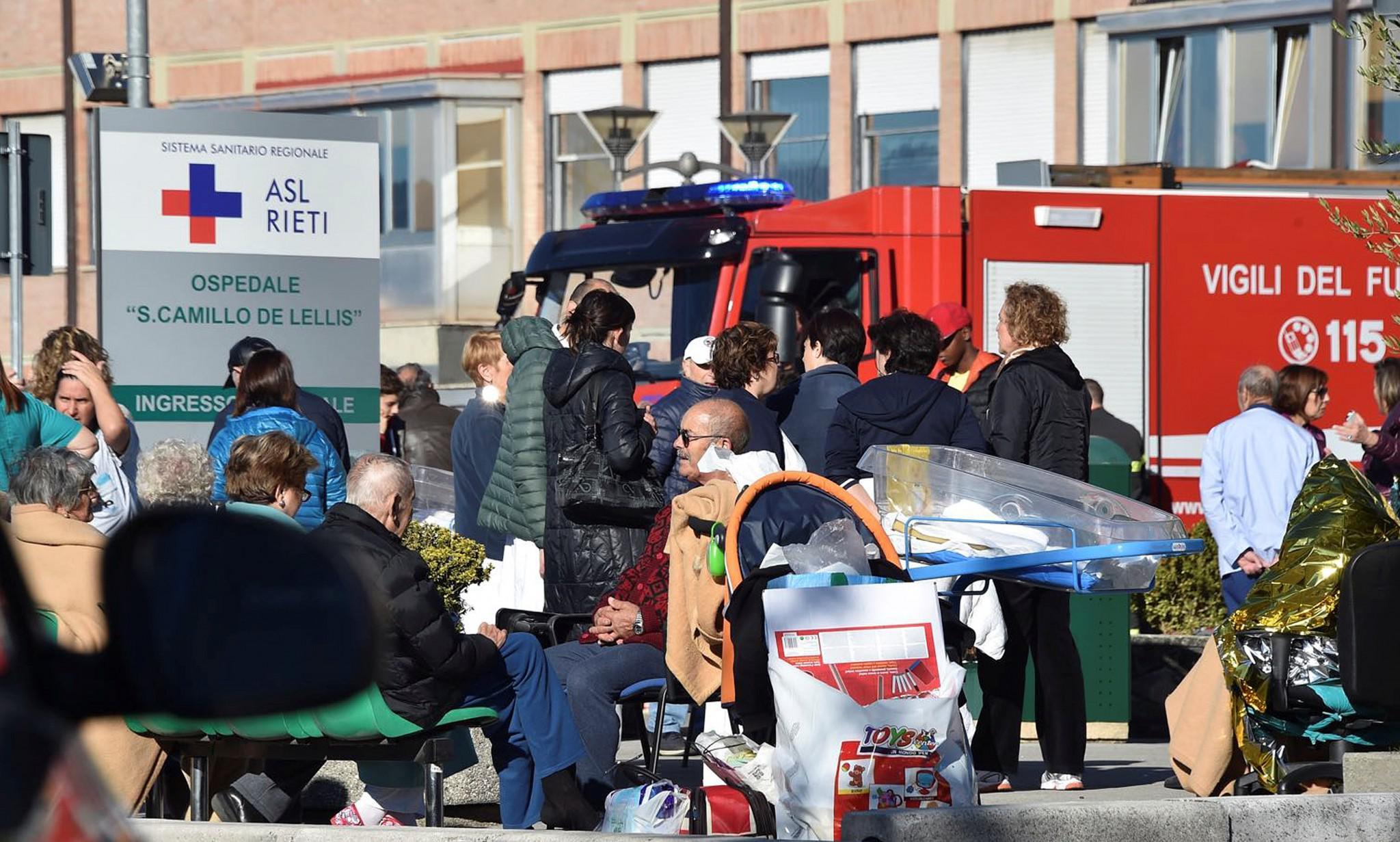 italia-seismos-traumaties-neos-1300-1 Τραυματίες και καταστροφές από τον νέο σεισμό των 6.7 Ρίχτερ στην Ιταλία