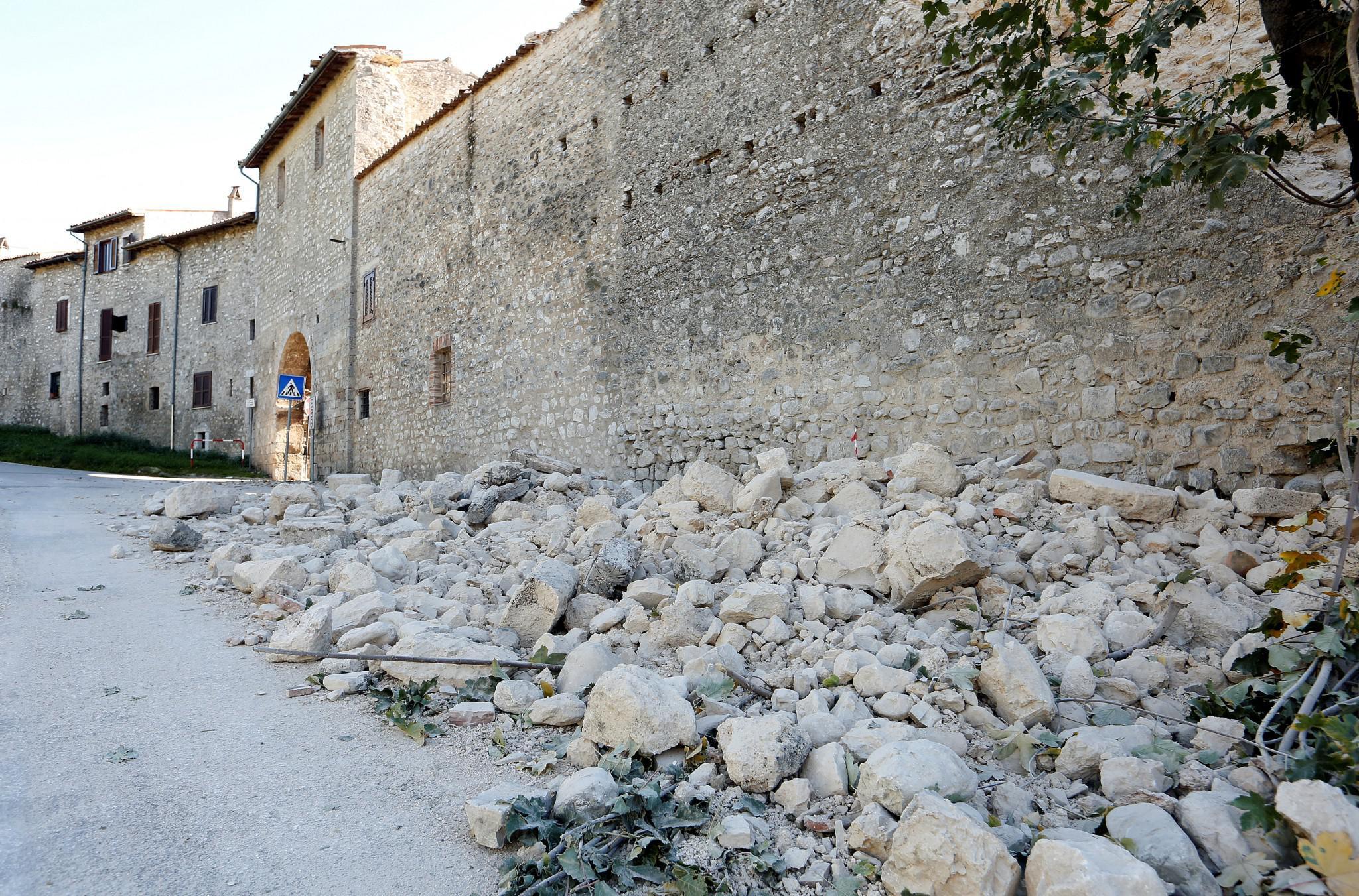 italia-seismos-traumaties-neos-1300-2 Τραυματίες και καταστροφές από τον νέο σεισμό των 6.7 Ρίχτερ στην Ιταλία