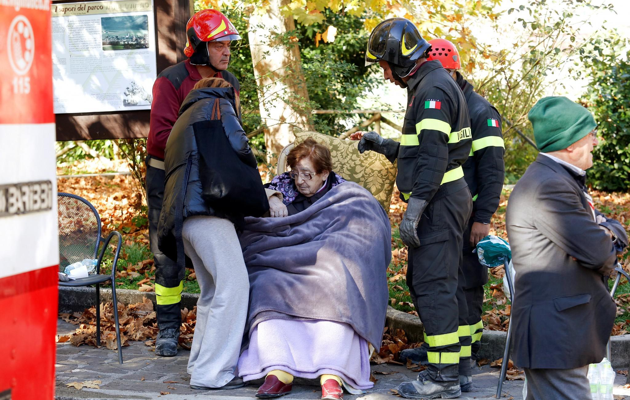 italia-seismos-voithia-ellada-1300 Τραυματίες και καταστροφές από τον νέο σεισμό των 6.7 Ρίχτερ στην Ιταλία