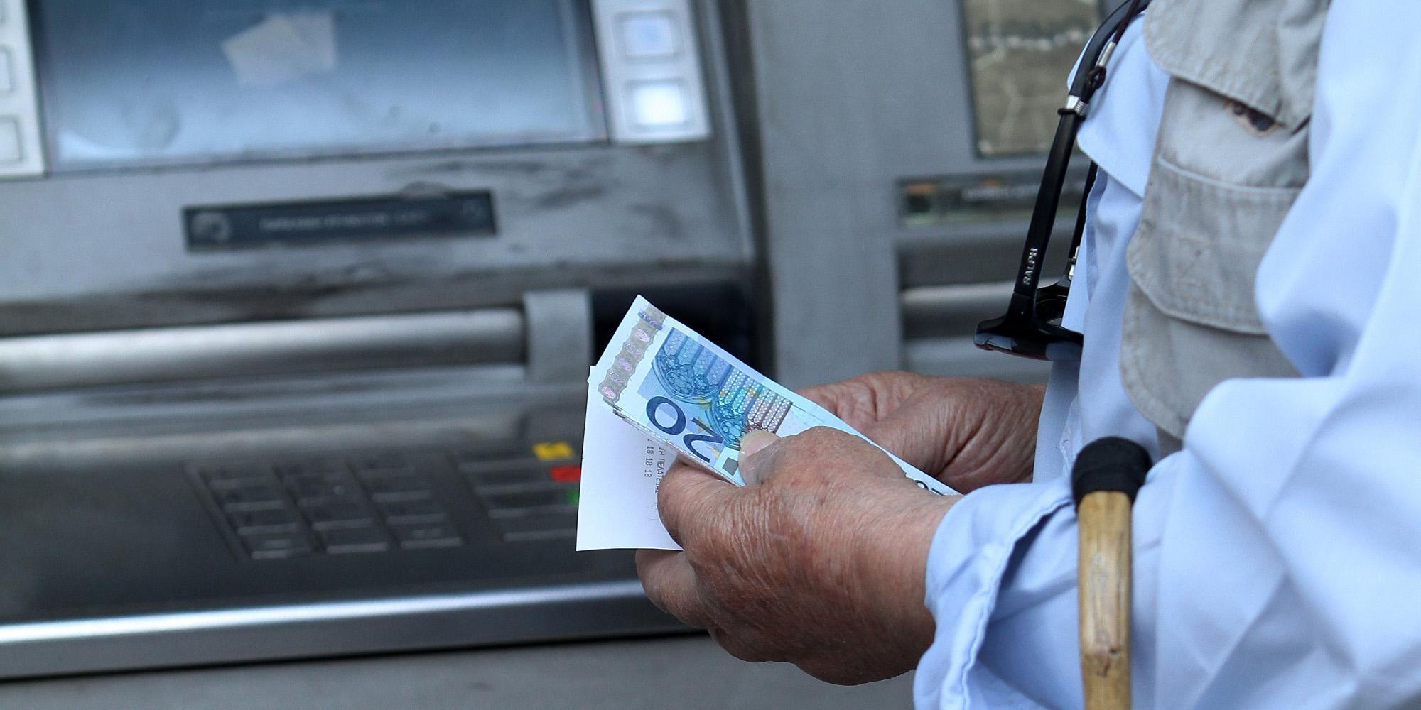 Συντάξεις: Μπαράζ πληρωμών εν όψει Πάσχα - Αναλυτικά οι ημερομηνίες