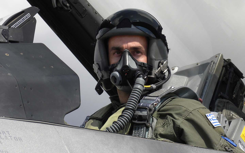 stralis «Θα κρατήσουμε την Ελλάδα μας  ψηλά» βροντοφώναξε ο πιλότος της Πολεμικής Αεροπορίας στην Θεσσαλονίκη [εικόνα & βίντεο]