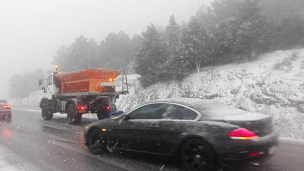 Στα λευκά η Βόρεια Ελλάδα – Πού έπεσαν τα πρώτα χιόνια [εικόνες & βίντεο]