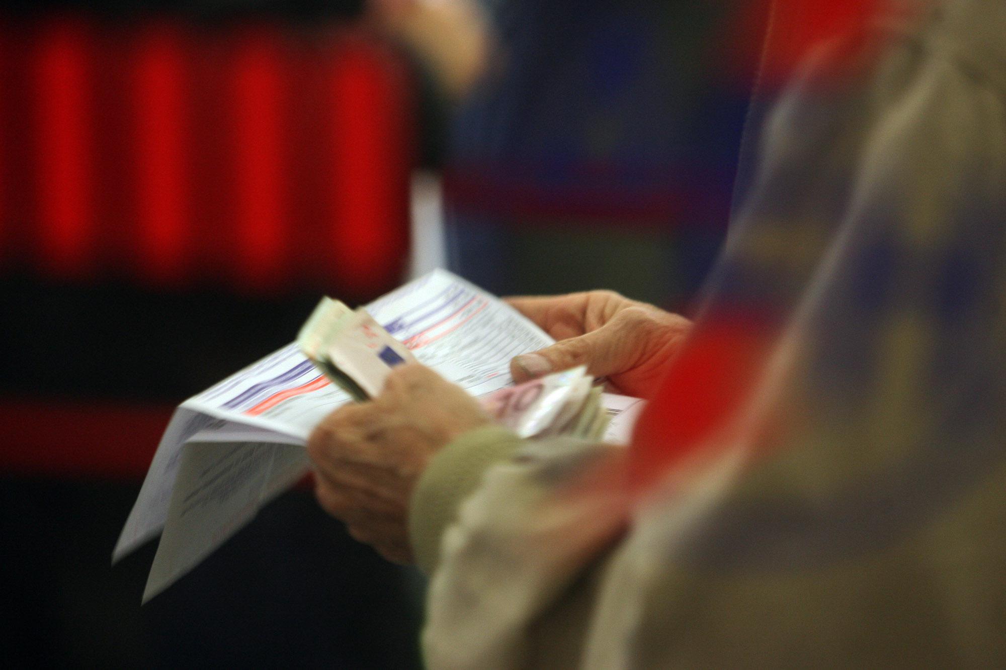 ΔΕΗ: Έρχονται αυξήσεις στους λογαριασμούς λόγω ρύπων