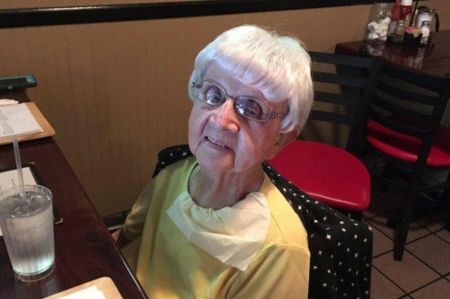longevity Υπερήλικη 103 χρονών αποκαλύπτει το μυστικό της μακροζωίας της: Είναι η… μπύρα!