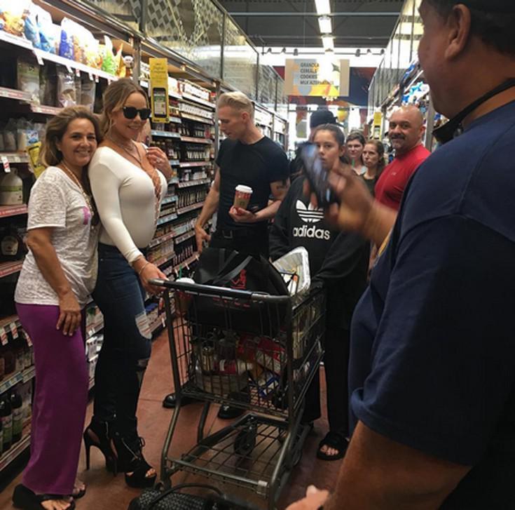 mareyah4 Έτσι πάει στο μανάβικο για ψώνια η Mariah Carey [εικόνες]
