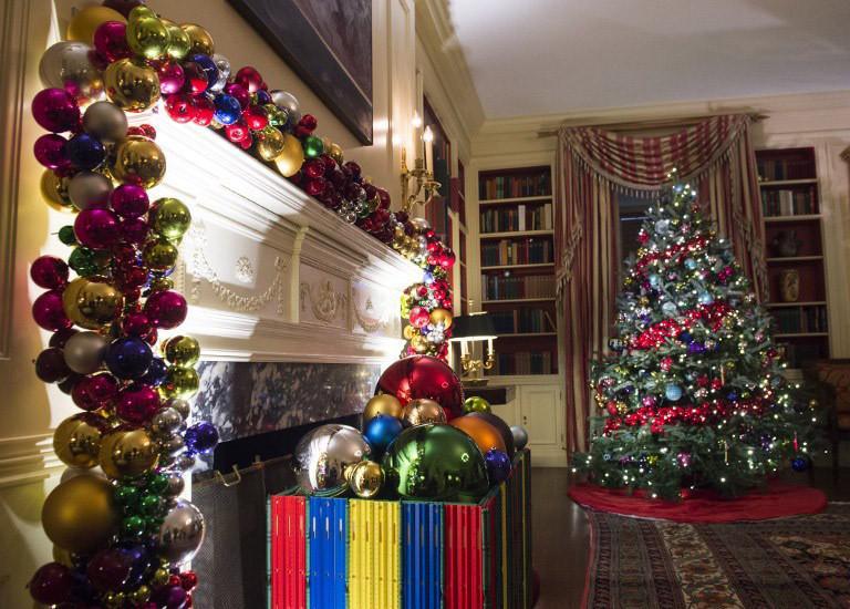 obama-christmas-1300 Τα τελευταία Χριστούγεννα Ομπάμα στον Λευκό Οίκο με μόλις… 65.000 λαμπιόνια [εικόνες]