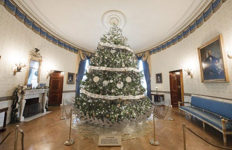 obama-christmas1-1300 Τα τελευταία Χριστούγεννα Ομπάμα στον Λευκό Οίκο με μόλις… 65.000 λαμπιόνια [εικόνες]