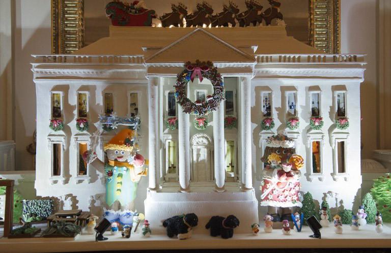 obama-christmas3-1300 Τα τελευταία Χριστούγεννα Ομπάμα στον Λευκό Οίκο με μόλις… 65.000 λαμπιόνια [εικόνες]