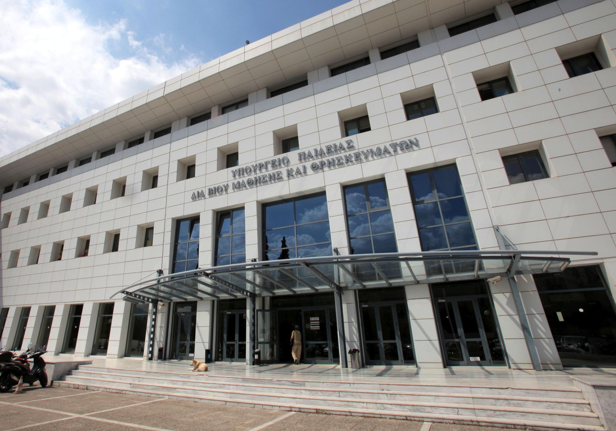 Υπουργείο Παιδείας: Επαναλειτουργούν τα εργαστήρια των ΑΕΙ και τα φροντιστήρια - Ποια τα μέτρα προστασίας