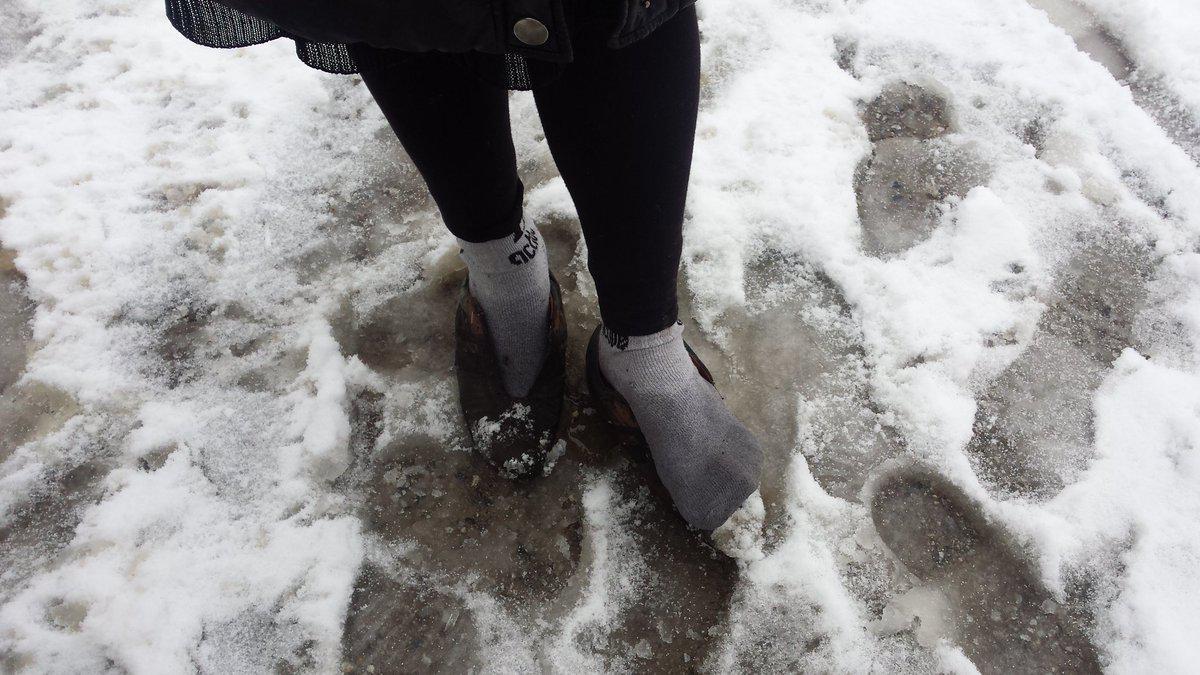 petraa Βούλιαξαν από το χιόνι οι σκηνές των προσφύγων στην Πέτρα Ολύμπου [εικόνες]