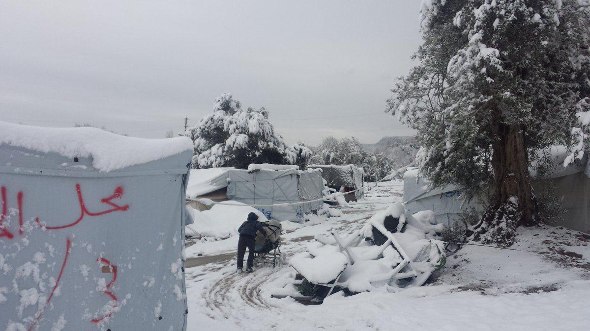 petraa3 Βούλιαξαν από το χιόνι οι σκηνές των προσφύγων στην Πέτρα Ολύμπου [εικόνες]