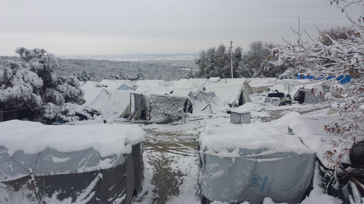 petraa4 Βούλιαξαν από το χιόνι οι σκηνές των προσφύγων στην Πέτρα Ολύμπου [εικόνες]