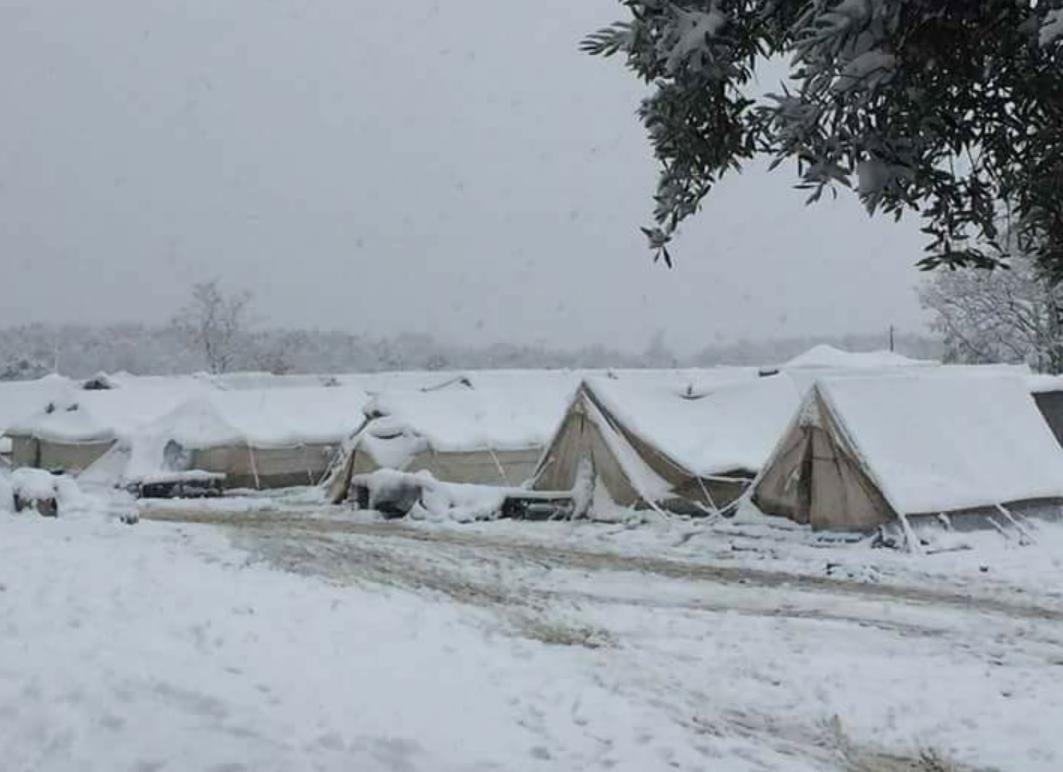 petraa7 Βούλιαξαν από το χιόνι οι σκηνές των προσφύγων στην Πέτρα Ολύμπου [εικόνες]