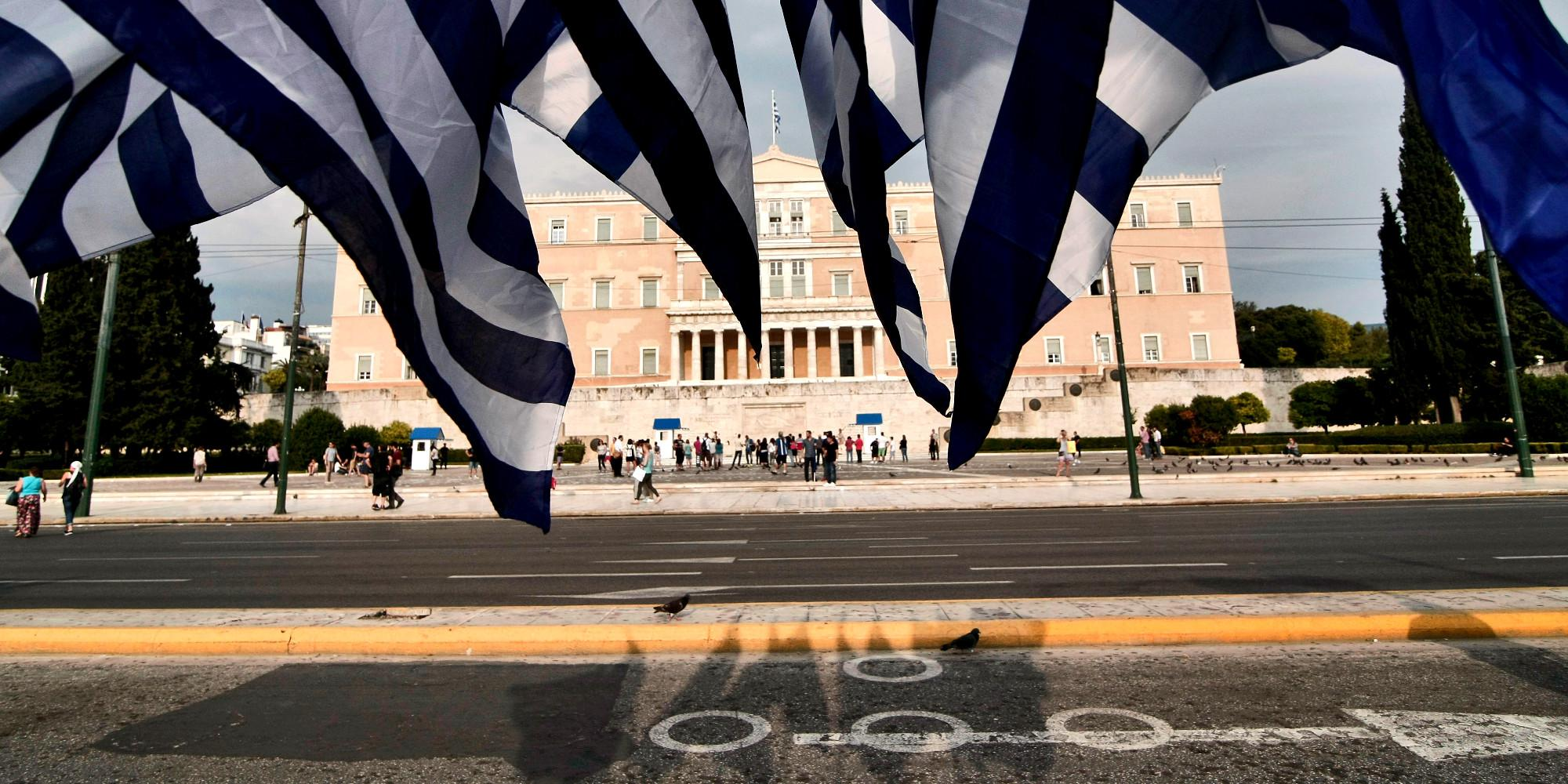 public-issue-dimoskopisi-1000 Αξιολόγηση-θρίλερ με προληπτικά μέτρα και υποψία αδιεξόδου στο Eurogroup