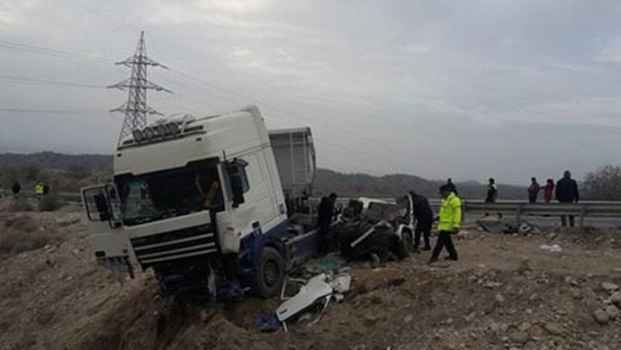 troxaio-katexomena-sxoliko-leoforeio-1300-3 Τραγωδία στα Κατεχόμενα - Δύο 16χρονες νεκρές μετά από σύγκρουση λεωφορείου με φορτηγό