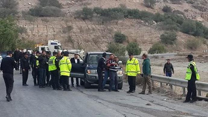 troxaio-katexomena-sxoliko-leoforeio-1300-5 Τραγωδία στα Κατεχόμενα - Δύο 16χρονες νεκρές μετά από σύγκρουση λεωφορείου με φορτηγό