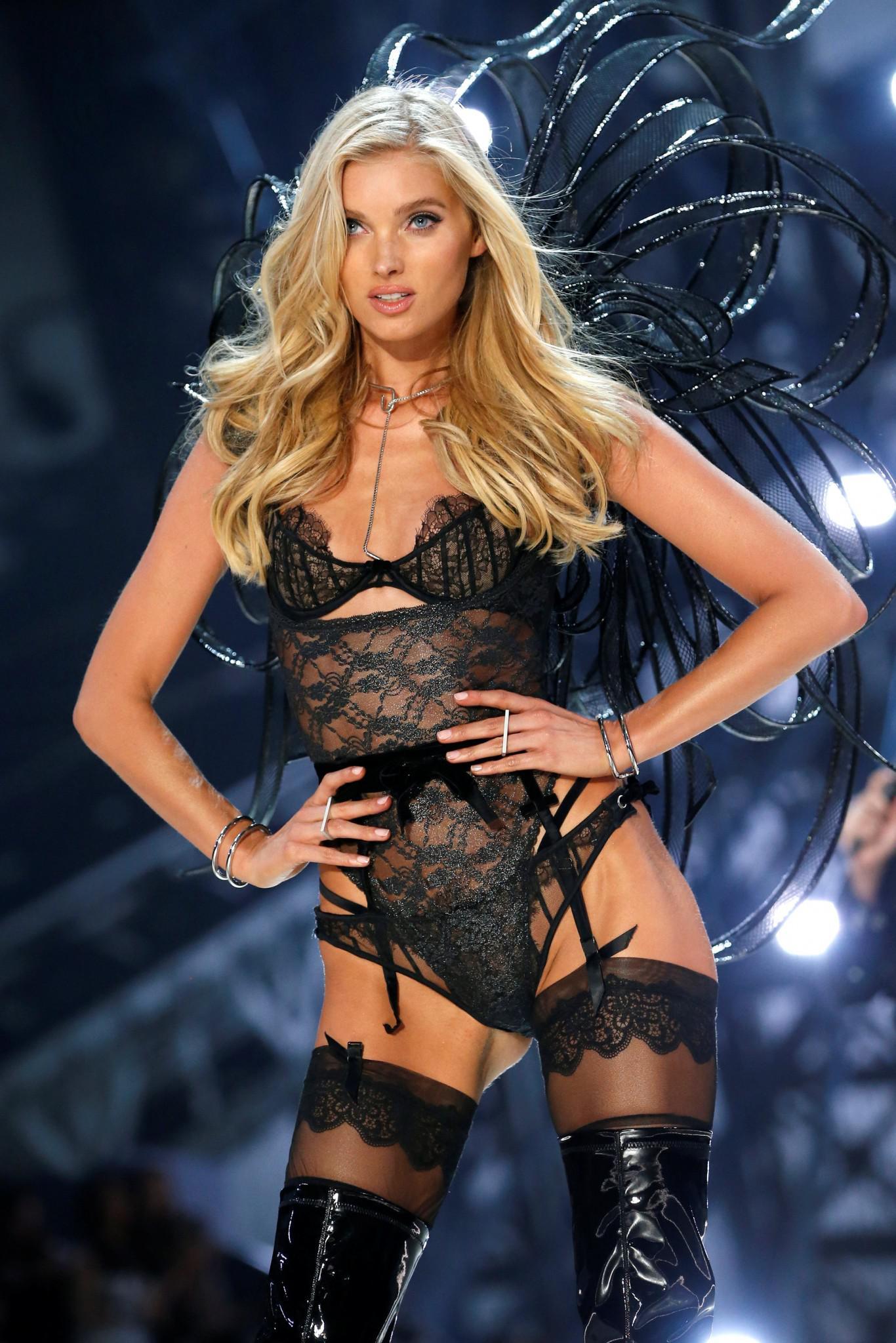 Victoria-Secret-show-esorouxa-modela-1300-1 Το show της Victoria's Secret που «κόλασε» το Παρίσι με τα αγγελάκια της
