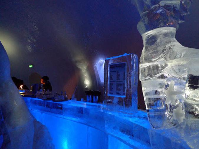 hot8-1 Αυτό είναι το πρώτο ξενοδοχείο στον κόσμο φτιαγμένο από πάγο [εικόνες & βίντεο]