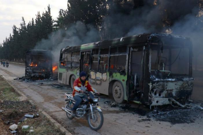 Αντάρτες επιτέθηκαν στα λεωφορεία που θα απομάκρυναν αμάχους από το Χαλέπι