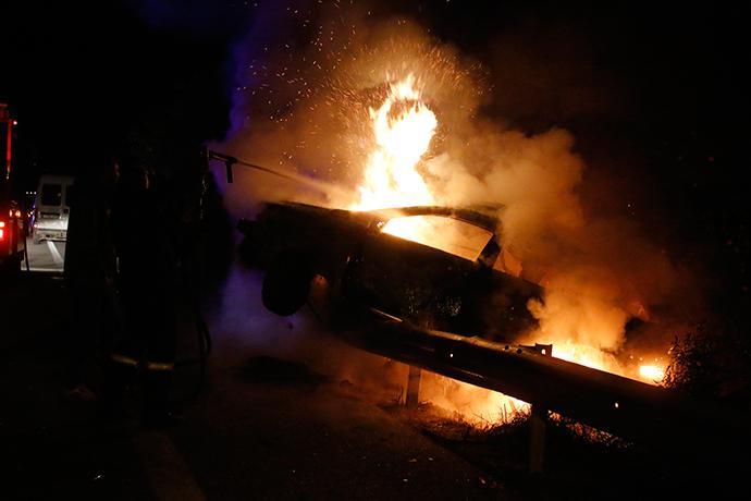 troxaio-kaike-24xroni-1300-1 Τραγωδία στην εθνική οδό Ναυπλίου–Κορίνθου - 24χρονη απανθρακώθηκε σε τροχαίο [εικόνες]
