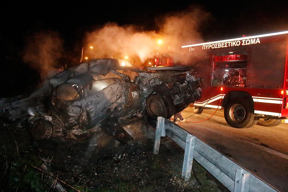 troxaio-kaike-24xroni-1300-6 Τραγωδία στην εθνική οδό Ναυπλίου–Κορίνθου - 24χρονη απανθρακώθηκε σε τροχαίο [εικόνες]