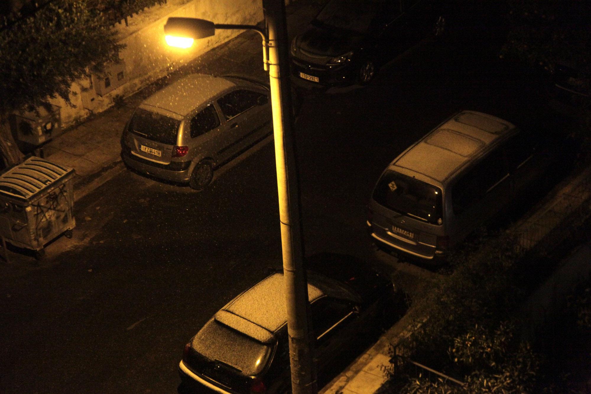 4013070 Στα «λευκά» ντύθηκε η Αθήνα – Συνεχίζεται και την Τρίτη η σφοδρή κακοκαιρία [εικόνες]