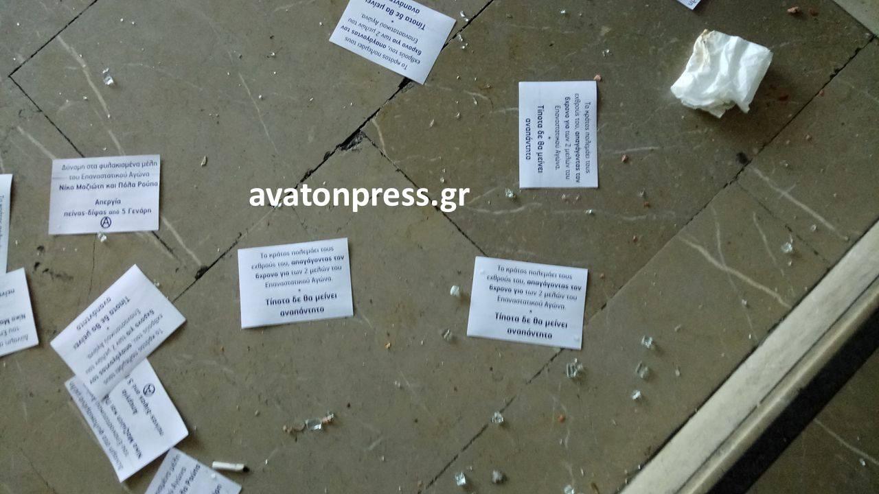 diafaneia1 Εσπασαν την τζαμαρία στα γραφεία του ΣΥΡΙΖΑ στην Θεσσαλονίκη εξαιτίας της Πόλα Ρούπα [εικόνες]