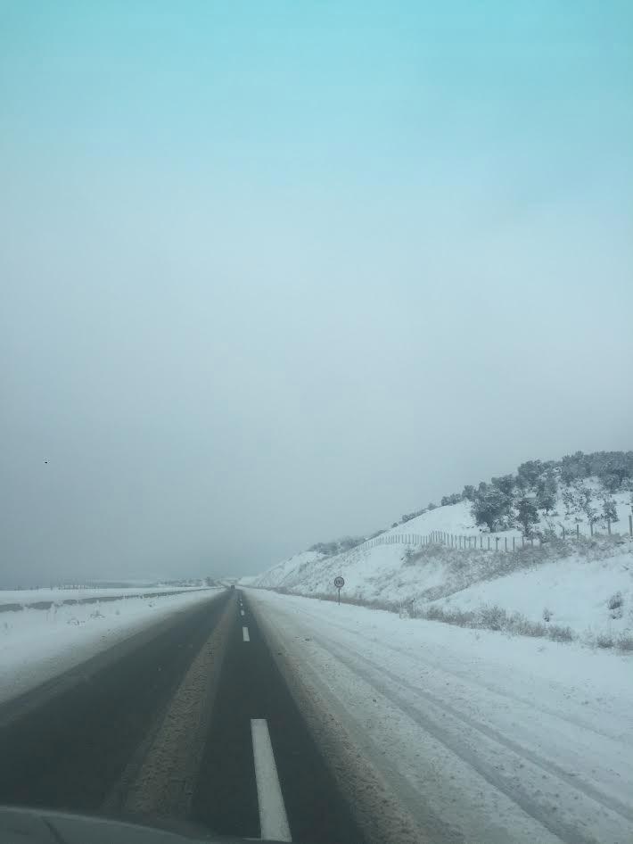 eg2 Στο έλεος του χιονιά παραμένει η χώρα – Αποκλεισμένα νησιά και χωριά