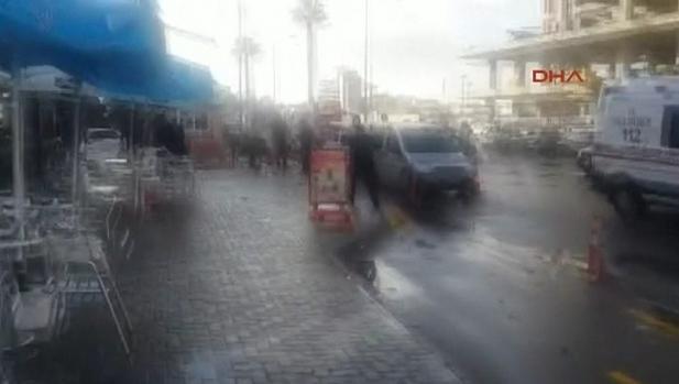 ekrixi2-500 Ισχυρή έκρηξη στη Σμύρνη - Δύο νεκροί και 10 τραυματίες [εικόνες & βίντεο]
