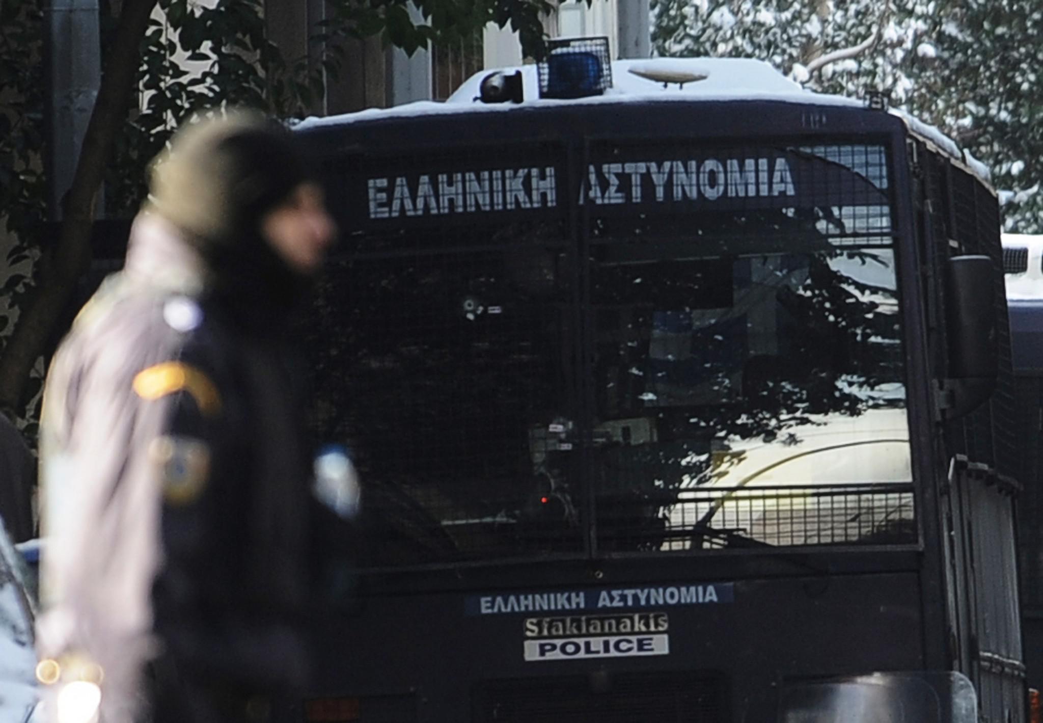 epithesi-mat-traumatria-astynomikos-tromokratia-2 Πώς η «Επαναστατική Αυτοάμυνα» τραυμάτισε αστυνομικό έξω από τα γραφεία του ΠΑΣΟΚ