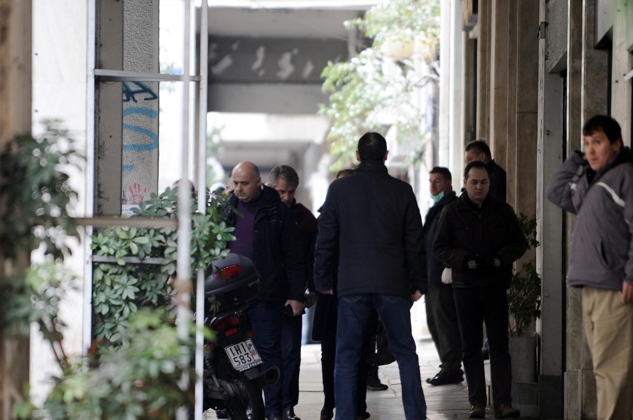 epithesi-mat-traumatria-astynomikos-tromokratia-4 Πώς η «Επαναστατική Αυτοάμυνα» τραυμάτισε αστυνομικό έξω από τα γραφεία του ΠΑΣΟΚ