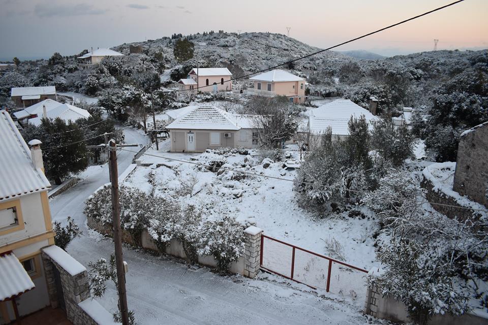 erisos-2 Ανυποχώρητος ο χιονιάς - Τρεις νεκροί και τεράστια προβλήματα σε όλη τη χώρα [εικόνες]