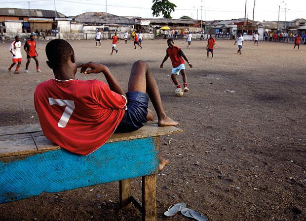football1_1696725a Το σκλαβοπάζαρο του ποδοσφαίρου: Χαμένες ψυχές στον βωμό της μπάλας
