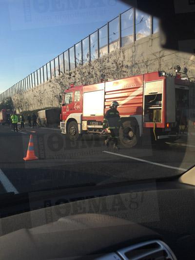 fotia1-500 Στις φλόγες τυλίχτηκε όχημα εταιρείας security στην Αττική Οδό [εικόνες]