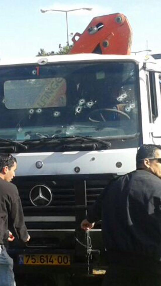 ierousalim-epithesi Τρόμος από επίθεση με φορτηγό στην Ιερουσαλήμ – Τέσσερις οι νεκροί [εικόνες]