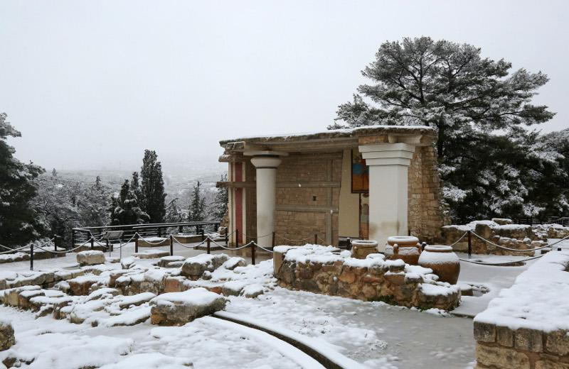 knosos7 Ανυποχώρητος ο χιονιάς - Τρεις νεκροί και τεράστια προβλήματα σε όλη τη χώρα [εικόνες]