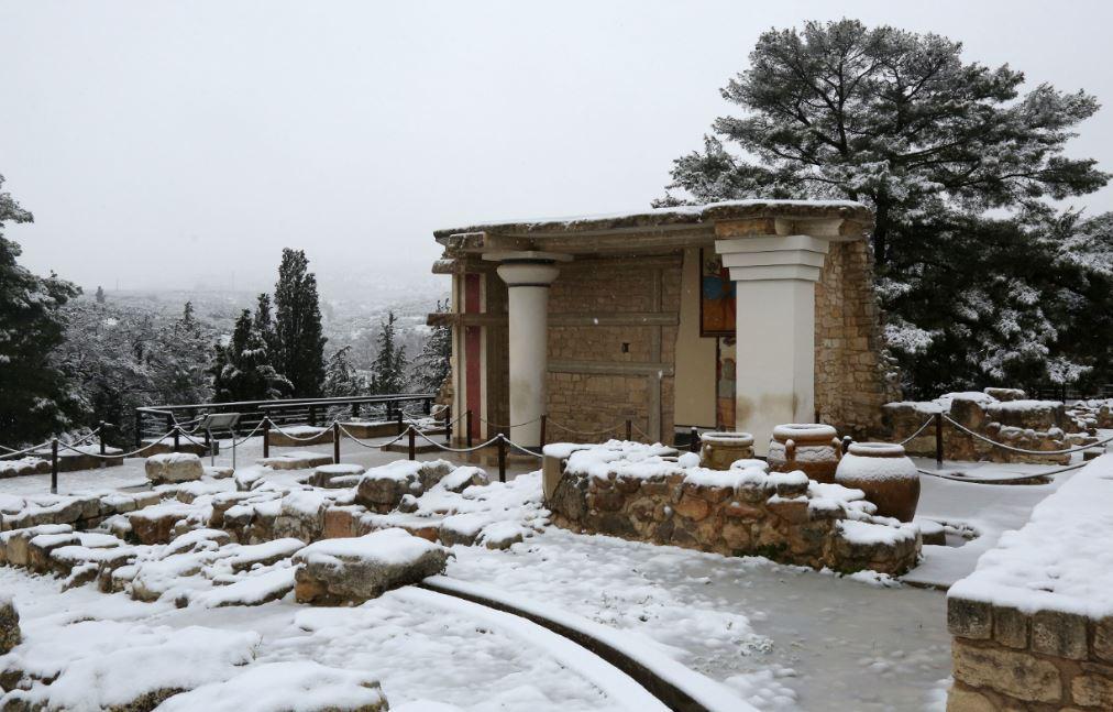 knososxionia1 Ανυποχώρητος ο χιονιάς - Τρεις νεκροί και τεράστια προβλήματα σε όλη τη χώρα [εικόνες]
