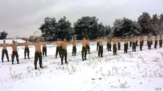 komantos4-1300 Οι Έλληνες καταδρομείς δεν «καταλαβαίνουν» από χιόνια και πολικές θερμοκρασίες [εικόνες]