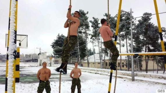komantos5 Οι Έλληνες καταδρομείς δεν «καταλαβαίνουν» από χιόνια και πολικές θερμοκρασίες [εικόνες]