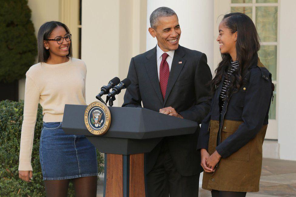 kores-obama-1300 Η συγκινητική επιστολή που έστειλαν οι κόρες του Τζόρτζ Μπούς στις κόρες του Μπαράκ Ομπαμα