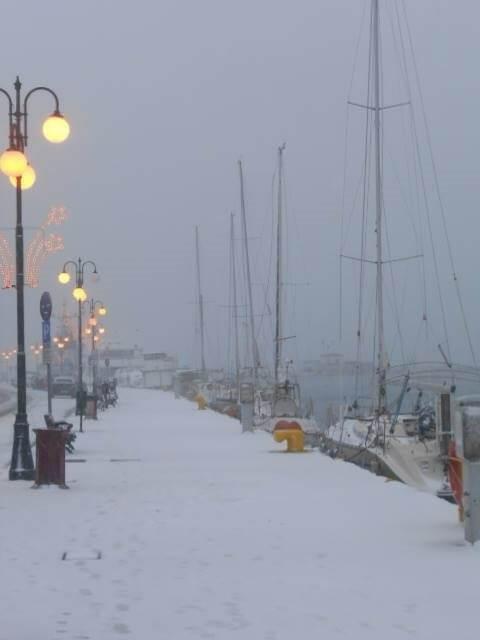 lesvos-xioni2 Τραγική κατάσταση στην Αλόννησο  – Πολλά προβλήματα σε όλη την Ελλάδα από τον χιονιά